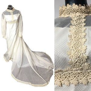 Late 1940s early 1950s Lace Trim Wedding Dress